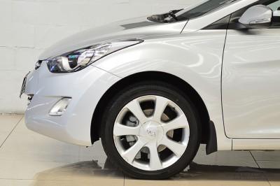 Hyundai Elantra 2013 (9).JPG