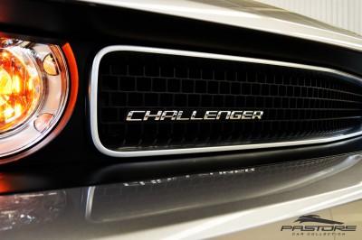 Dodge Challenger V6 (13).JPG