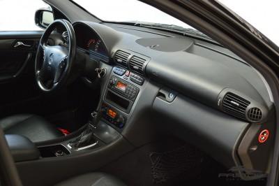 Merecedes-Benz C240 (18).JPG