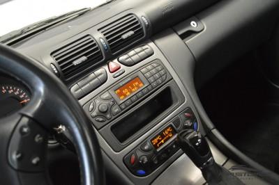 Merecedes-Benz C240 (16).JPG
