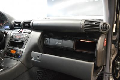 Merecedes-Benz C240 (20).JPG