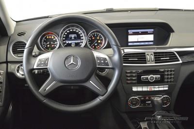 Mercedes-Benz C180 Turbo - 2013 (14).JPG