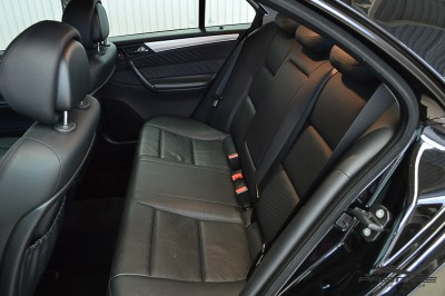 Mercedes-Benz C230 2006 (14).JPG
