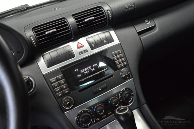 Mercedes-Benz C230 2006 (17).JPG
