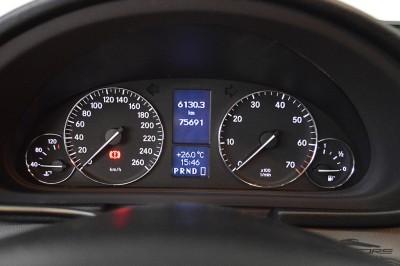 Mercedes-Benz C230 2006 (16).JPG