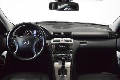 Mercedes-Benz C230 2006 (5).JPG