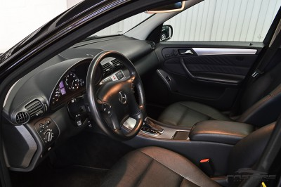 Mercedes-Benz C230 2006 (4).JPG