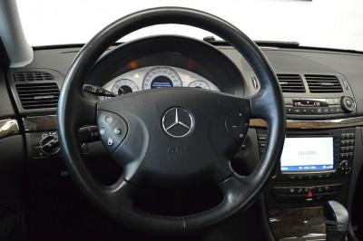 Mercedes-Benz E320 2005 (17).JPG