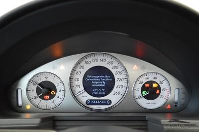 Mercedes-Benz E320 2005 (18).JPG