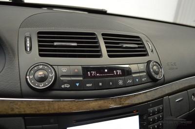 Mercedes-Benz E320 2005 (20).JPG