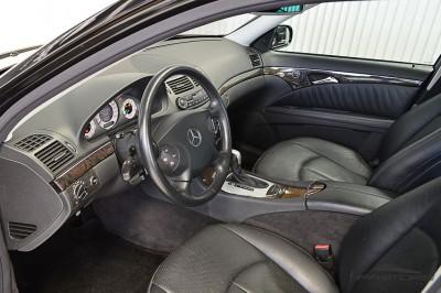 Mercedes-Benz E320 2005 (4).JPG