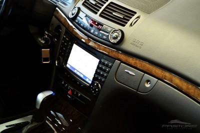 Mercedes-Benz E320 2005 (21).JPG