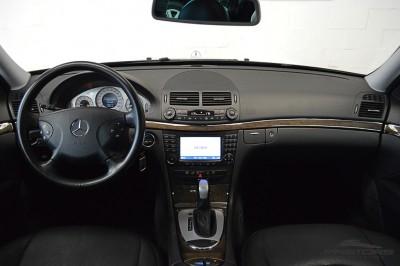 Mercedes-Benz E320 2005 (5).JPG
