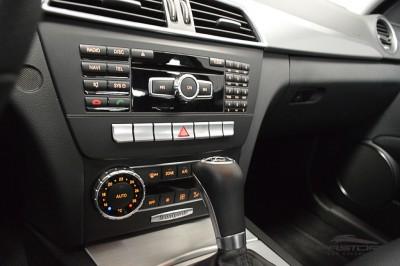 Mercedes-Benz C200 Avantgarde 2013 (19).JPG