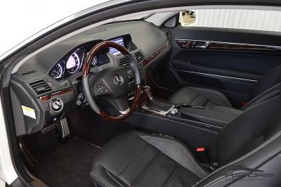 Mercedes-Benz E350 Coupe 2011 (4).JPG