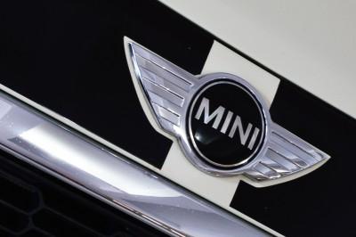 Mini Cooper S 2010 (19).JPG