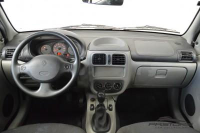 Renault Clio (5).JPG