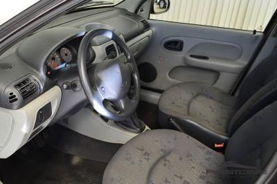 Renault Clio (4).JPG