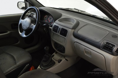 Renault Clio (16).JPG