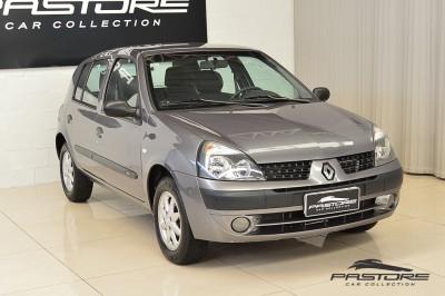 Renault Clio (8).JPG