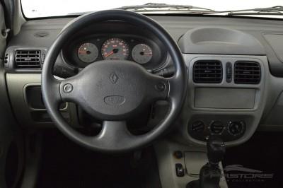 Renault Clio (14).JPG