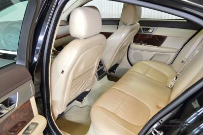 Jaguar XF (14).JPG