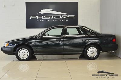 Ford Taurus GL 1994 (2).JPG