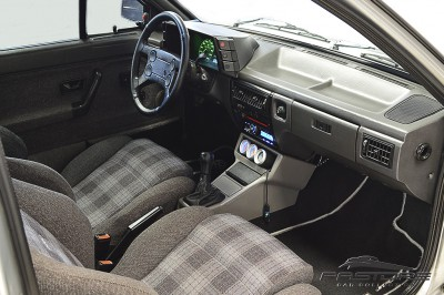 VW Voyage Sport 1993 (30).JPG