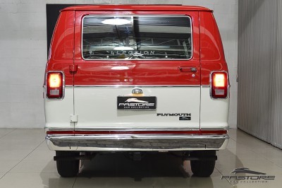 Plymouth Voyager - 1983 (3).JPG