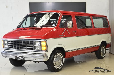 Plymouth Voyager - 1983 (1).JPG