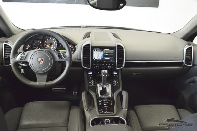 Porsche Cayenne S 2011 (5).JPG