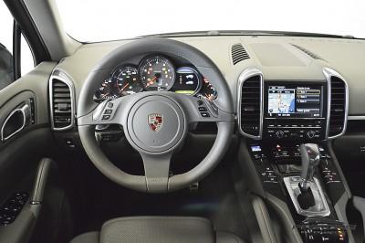 Porsche Cayenne S 2011 (26).JPG