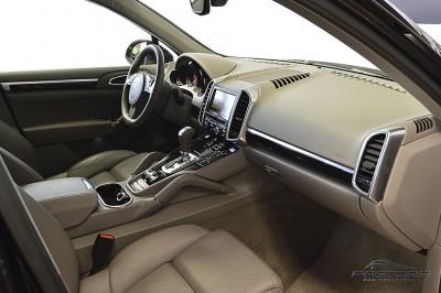 Porsche Cayenne S 2011 (29).JPG