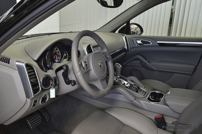 Porsche Cayenne S 2011 (4).JPG