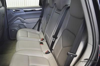 Porsche Cayenne S 2011 (22).JPG