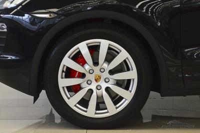 Porsche Cayenne S 2011 (16).JPG