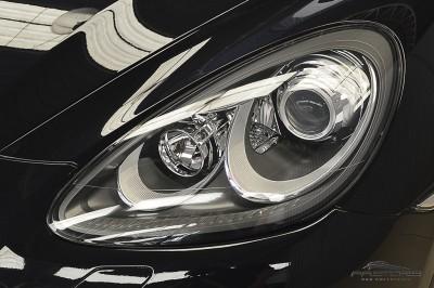 Porsche Cayenne S 2011 (10).JPG