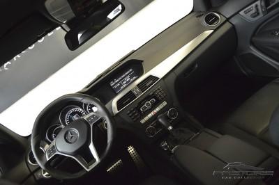 Mercedes-Benz C63 AMG - 2012 (24).JPG