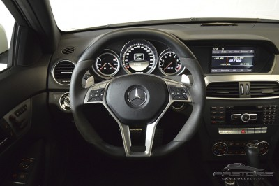 Mercedes-Benz C63 AMG - 2012 (25).JPG