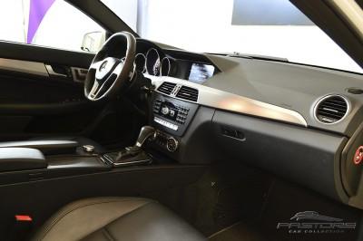 Mercedes-Benz C63 AMG - 2012 (33).JPG