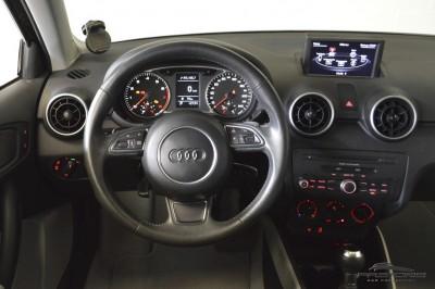 Audi A1 1.4 TFSI - 2011 (16).JPG