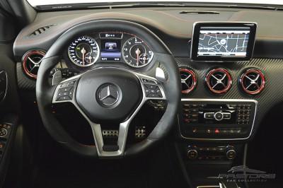 Mercedes-Benz A45 AMG - 2014 (33).JPG