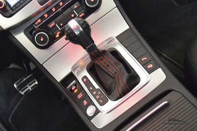 VW Passat 2.0 TSI - 2012 (27).JPG